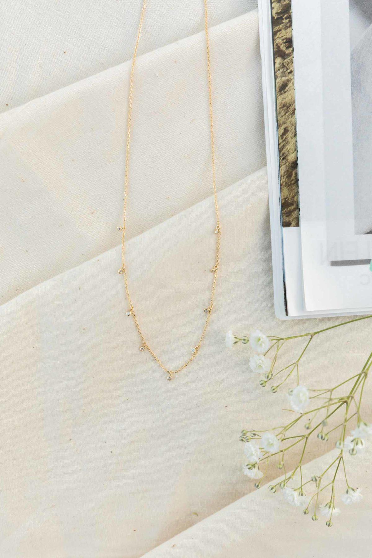 Jeweled Choker in Gold